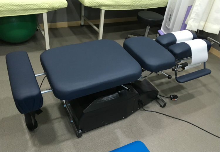 This secondary consideration includes deciding the type of table material you want for your new chiropractic table. Overall, you have two general options: wood and metal.