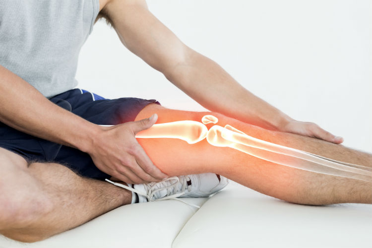A case study of an 18-year-old male athlete who was suffering from knee pain. Learn how laser therapy for knee pain helped him get back on the field