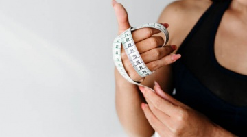 A woman who wants to know garcinia cambogia benefits for weight loss